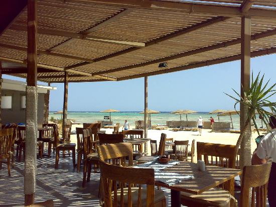 Three Corners Fayrouz Plaza Beach Resort: ristorante in spiaggia