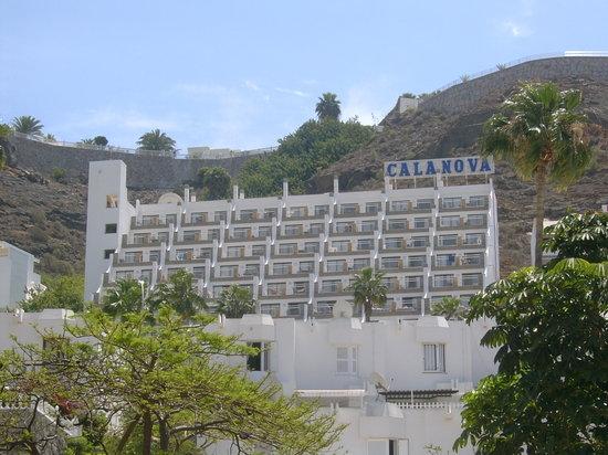Cabau Cala Nova : Hotel from main road
