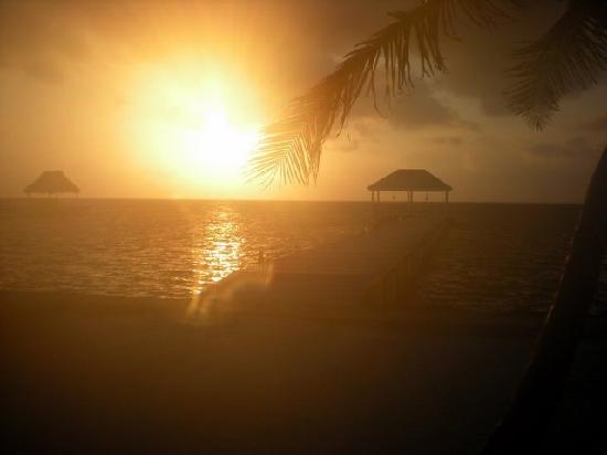 Cocotal Inn & Cabanas: Sunrise