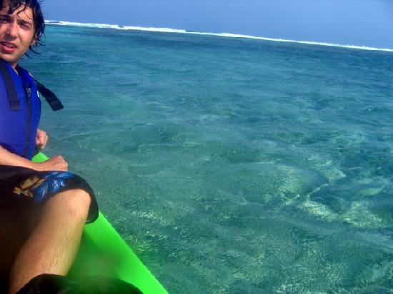 Cocotal Inn & Cabanas: Kayaking out to the reef
