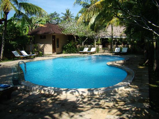 โรงแรมซาเรน อินดาห์: Swimming Pool