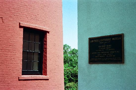 Jupiter Inlet Lighthouse & Museum: lighthouse and oilhouse w/ plaque