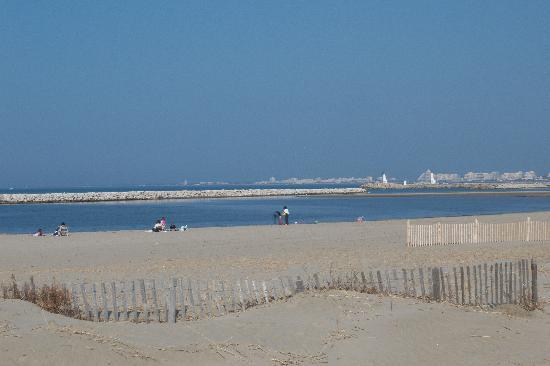 Port Camargue, France: La plage en face de la résidence Resitel