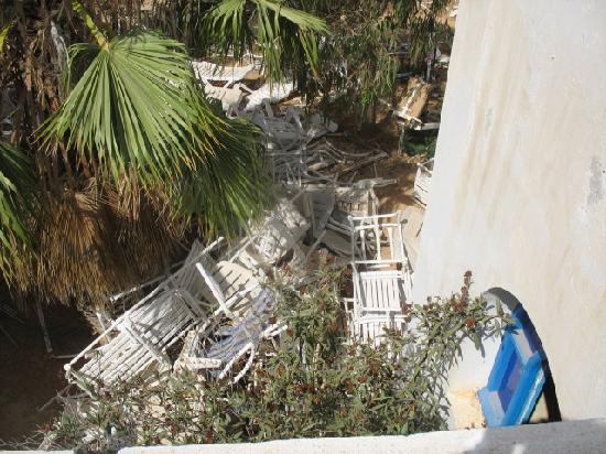 Hotel Nereides: le cimetière des chaises