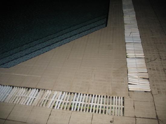 Hotel Nereides: bord de la piscine extérieure