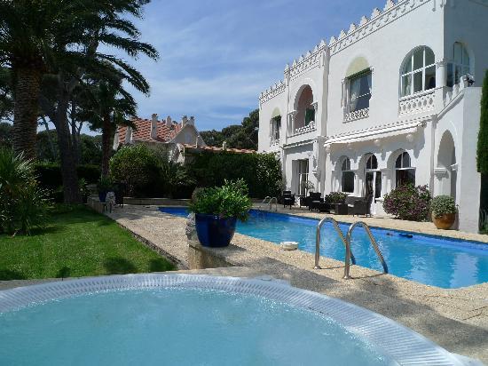 La Villa Mauresque: view from inside the jacuzzi towards the villa