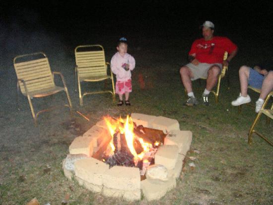 Profile Motel & Cottages: Enjoying the fire.