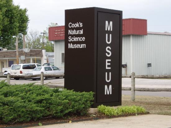 Cook's Natural Science Museum : Entrance