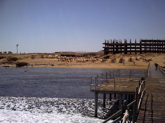 Tirana Aqua Park Resort: Beach from the end of the pier