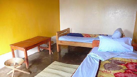 Nkuringo Bwindi Gorilla Lodge: Bunkhouse accomodation. Freshly decorated for my visit?