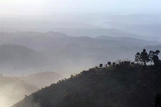 Nkuringo Bwindi Gorilla Lodge: The rift valley escarpment viewed from Nkuringo