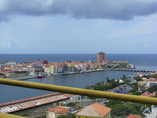 Queen Juliana Bridge : vista desde el puente lado de Otrobanda