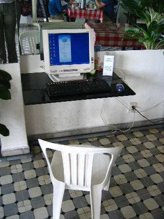 Hotel Chau Au Europa: One of the internet computers in the lobby