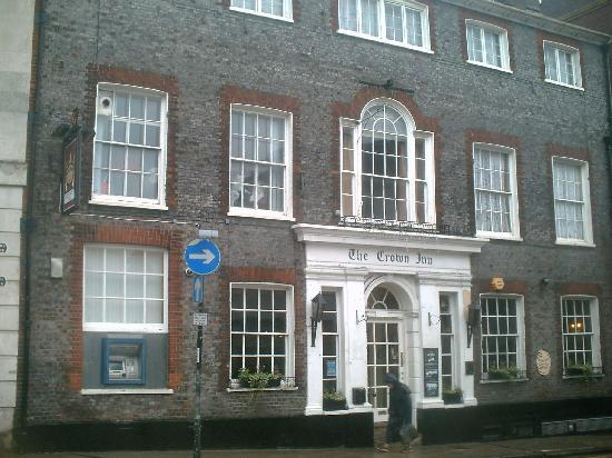 Lewes, UK : The Crown Inn on a wet Monday morning
