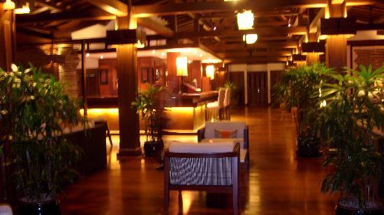 Belmond La Résidence d'Angkor: La bar, le soir