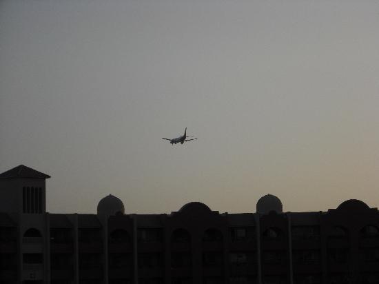 Tirana Aqua Park Resort: les avions passent juste au-dessus de l'hôtel