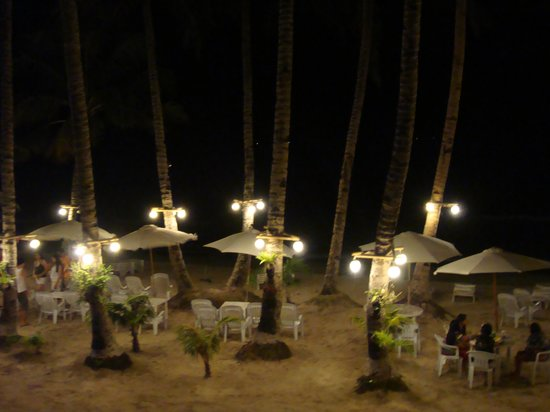 Crystal Sand Beach Resort: view in front of the hotel at night