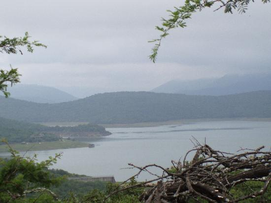 Nkwalini, Sydafrika: View over dam from hut