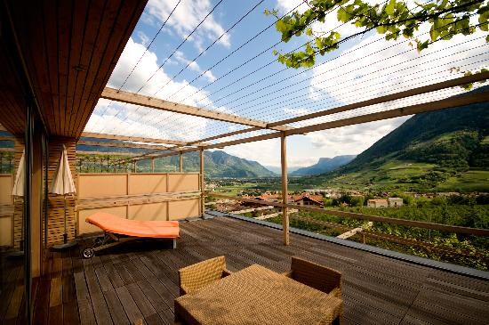 Hotel Pergola Residence: Terrace and view from apartment