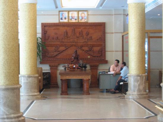 Asia Palace Hotel: Lobby 1 (Wood carving)