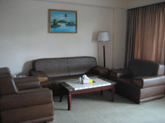 Asia Palace Hotel: Suite (living room)