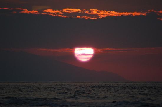 Alam Gili: puesta del sol con Bali en el fondo