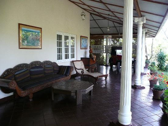 Hotel Cranford Villa : le salon extérieur