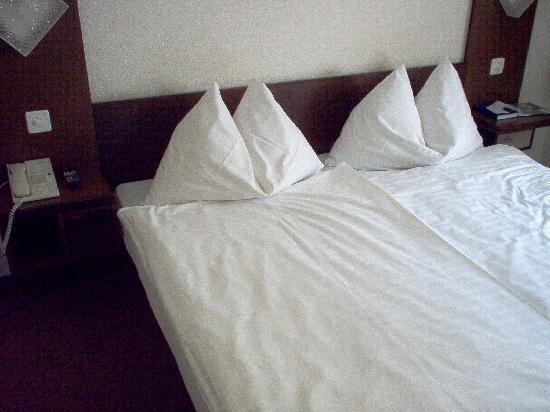 Hotel Rothaus: scorcio camera, col letto