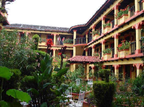 Hotel D'Monica : La cour intérieure