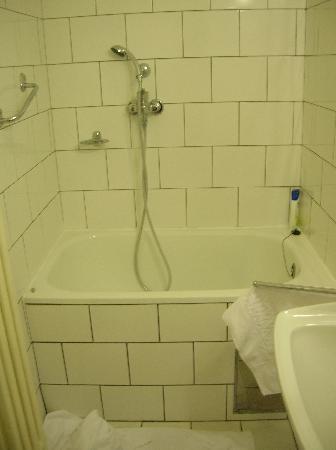 Hotel Union Prague: La mini-baignoire
