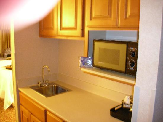 Hampton Inn Council Bluffs: Kitchen