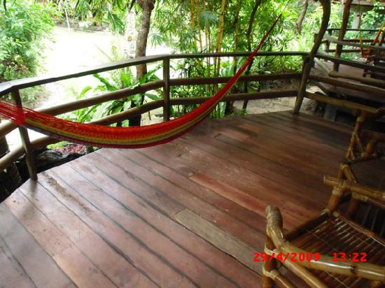 Bamboo Bungalow Rest Houses: die terasse im bamboo