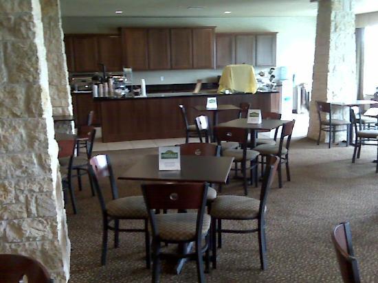 Rodeway Inn & Suites: breakfast room (buffett style hot breakfast, plus cereal, breads, juices, etc)