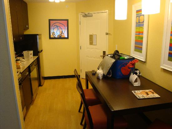 TownePlace Suites Jacksonville: Full Kitchen