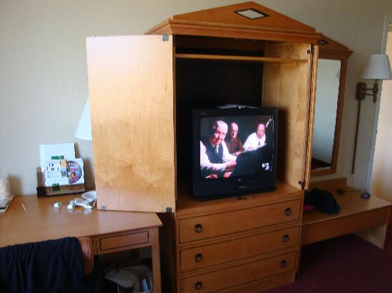 Quality Hotel Conference Center: TV with basic cable