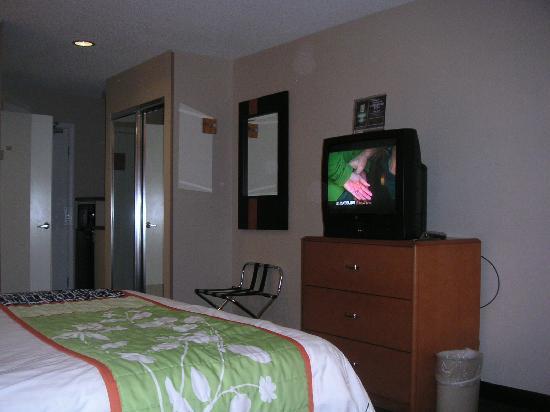 Fairfield Inn & Suites Oakland Hayward : Cable TV