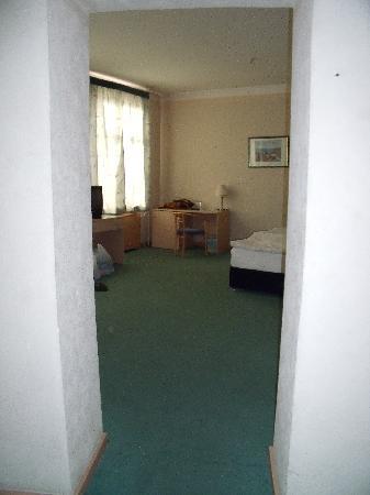 Best Eastern Poytaht Hotel: Chambre 2 depuis l'entrée