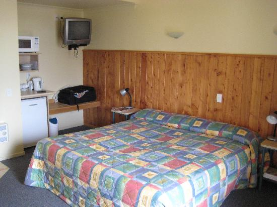 Raglan Sunset Motel: The room ok but dated
