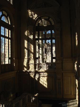 Eden Hotel: Jeu d'ombre et de lumière dans un palais