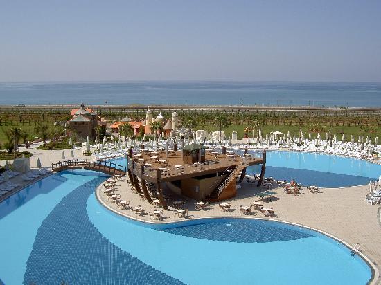 Amelia Beach Resort & Spa: Avant la plage la 4 voies