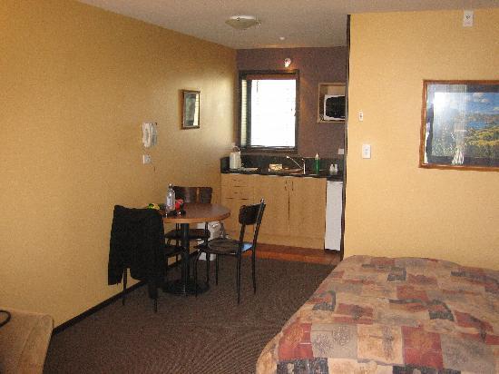 Broadway Motel: The room