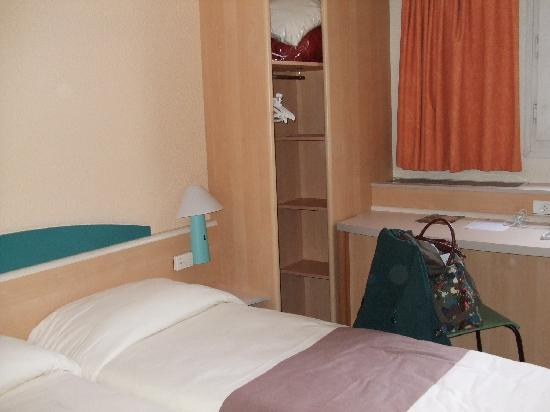 Our roon picture of ibis paris alesia montparnasse 14eme for Paris hotel address