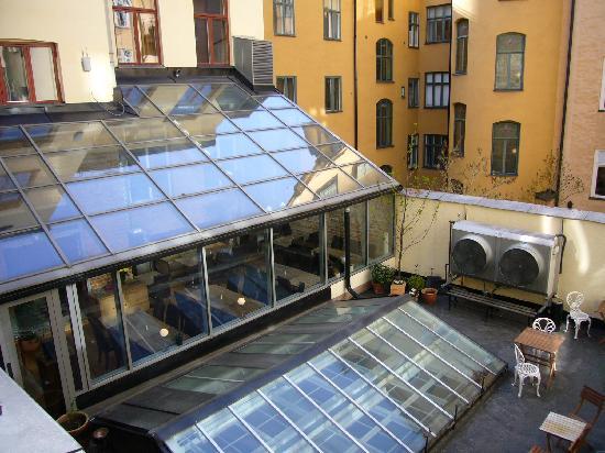 Hotel Hellsten: vista desde la habitación con la sala de dsys debajo
