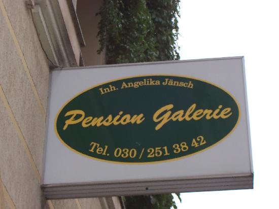 Pension Galerie : Insegna sulla strada