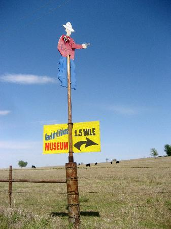 Gene Autry Oklahoma Museum: sign pointing the way!