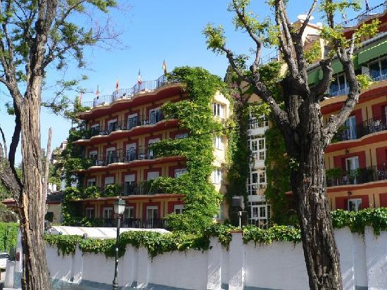 Sillas bar en el balcon picture of hotel los angeles - Hotel los angeles granada ...