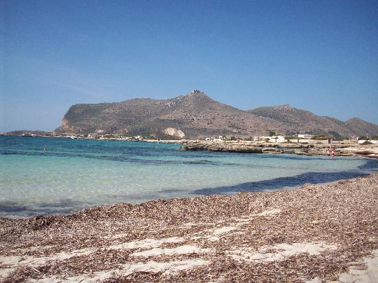 Le Chiavi di San Francesco Residence: beach favignana