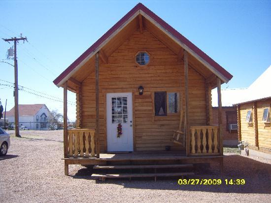 Katie's Cozy Cabins: Front view