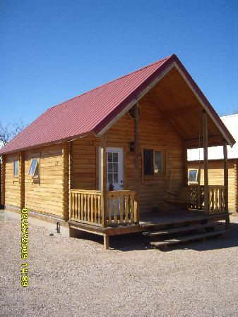 Katie's Cozy Cabins: side view