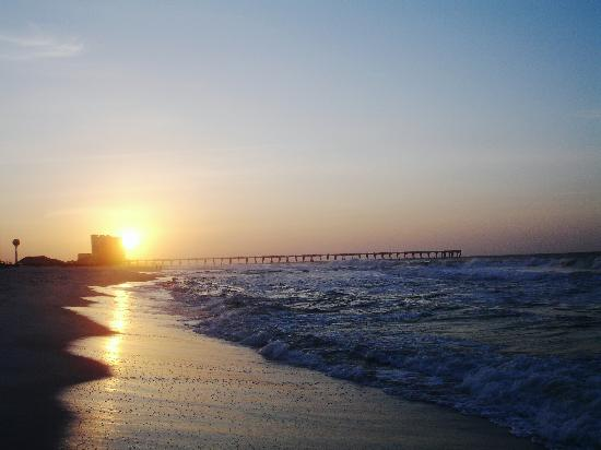 Holiday Inn Express Pensacola Beach: Sunrise on the Beach